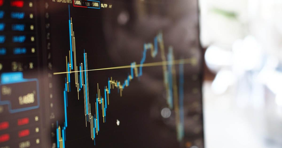 Bears Dominate Bulls: BTC, ETH, XRP on Downside Trend
